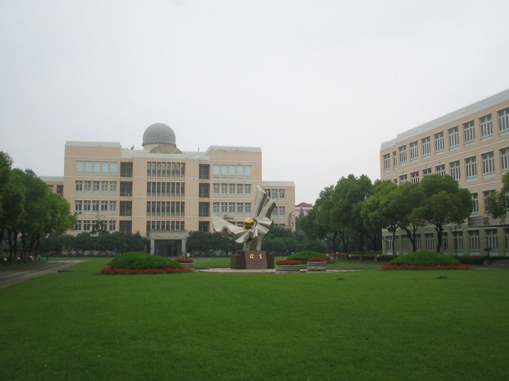 Shanghai Weiyu High School has a modern campus